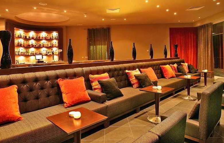 Blau Privilege Porto Petro Beach Resort & Spa - Bar - 4