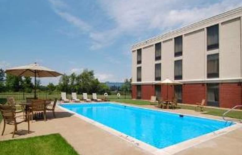 Comfort Inn Midlothian Turnpike - Pool - 6