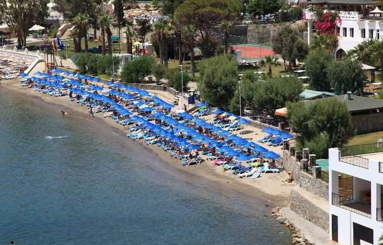 Azka Hotel - Beach - 8