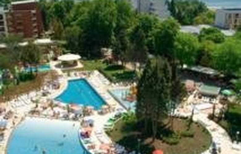 Flamingo Grand - Pool - 4