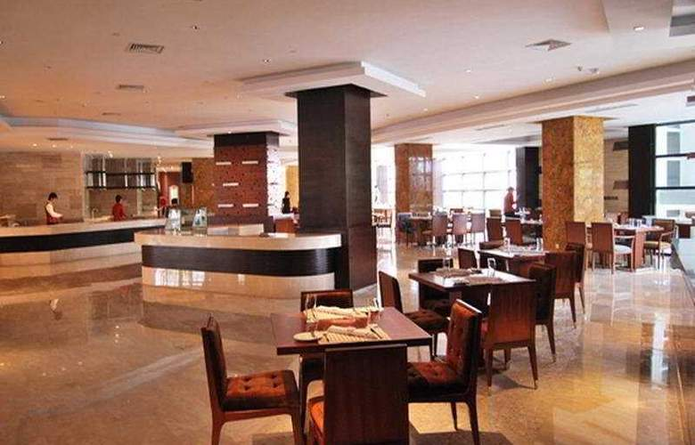 Crowne Plaza International Airport - Restaurant - 7