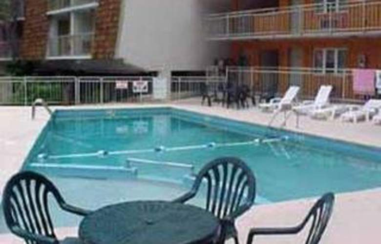 Quality Inn Creekside - Pool - 3