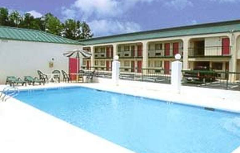 Quality Inn & Suites - Pool - 3