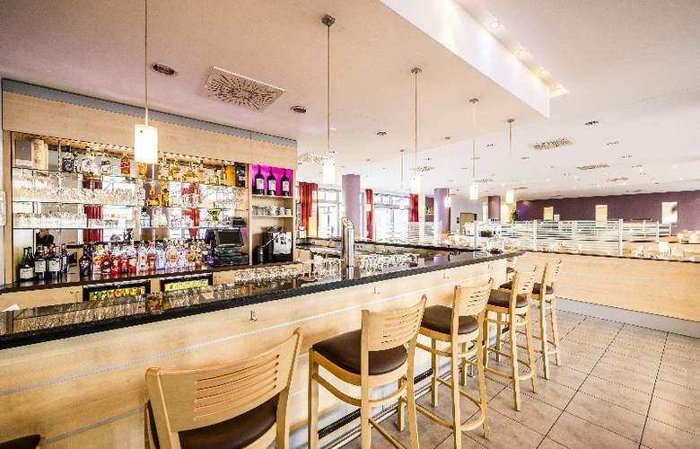 Holiday Inn Express Berlin City Centre - Bar - 7