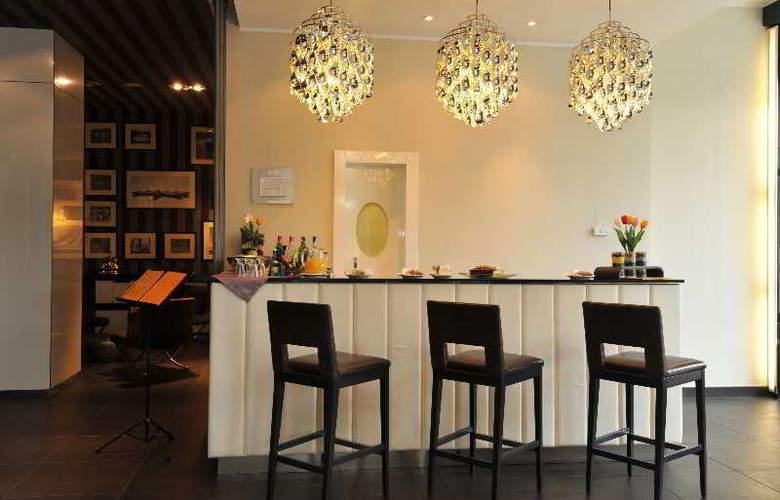 Holiday Inn Genoa City - Bar - 2