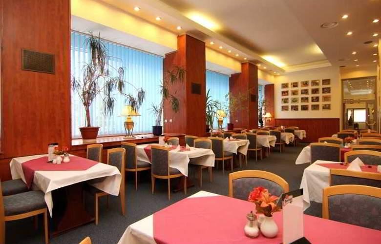 Spa Hotel Marttel - Restaurant - 2