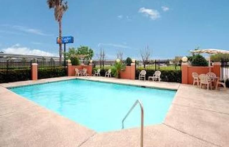 Comfort Inn Greenspoint - Pool - 6