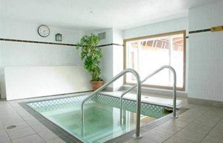 Nancy Greene's Cahilty Lodge - Pool - 6