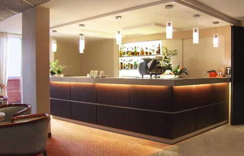 FlyOn Conference Center - Bar - 11