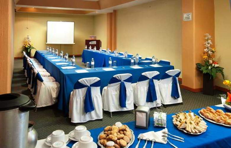 Vista Express Morelia - Conference - 2