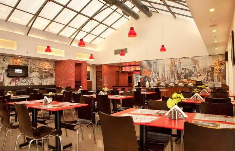 Red Fox Hotel East Delhi - Restaurant - 8