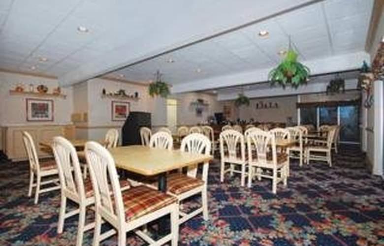 Quality Inn & Suites - Bar - 5