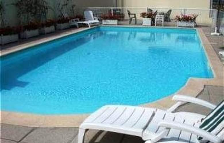 Holiday Inn Paris Val De Bievre - Pool - 1