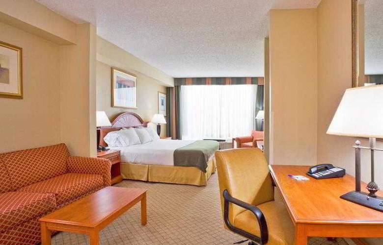 Holiday Inn Express & Suites Tampa - Room - 21