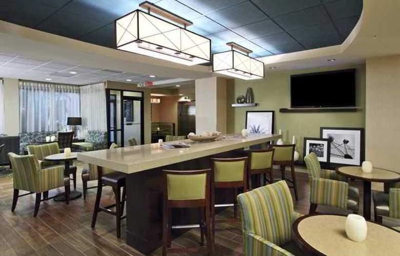 Hampton Inn Cocoa Beach - Hotel - 2