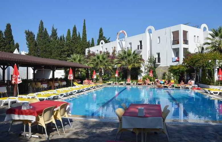 Natur Hotel - Pool - 2