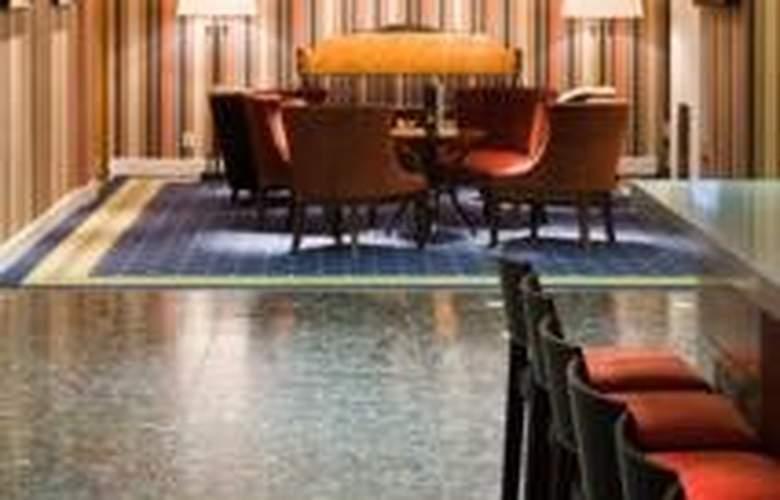Park Inn by Radisson Meriton Conference & Spa Hotel Tallinn - Restaurant - 7