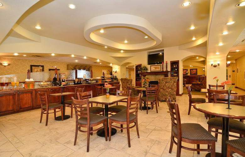 Best Western Plus Monica Royale Inn & Suites - Restaurant - 146