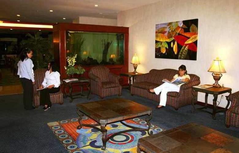 Hampton Inn Tampico - Hotel - 1