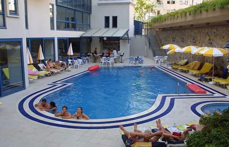 Karat Hotel - Pool - 2
