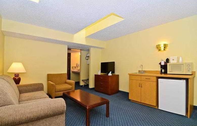 Best Western Ambassador Inn & Suites - Hotel - 22