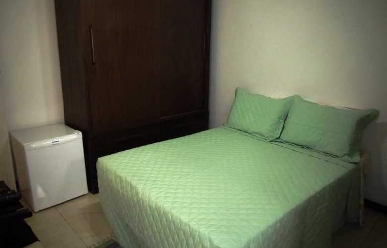 Falcon Guest Suites - Room - 10