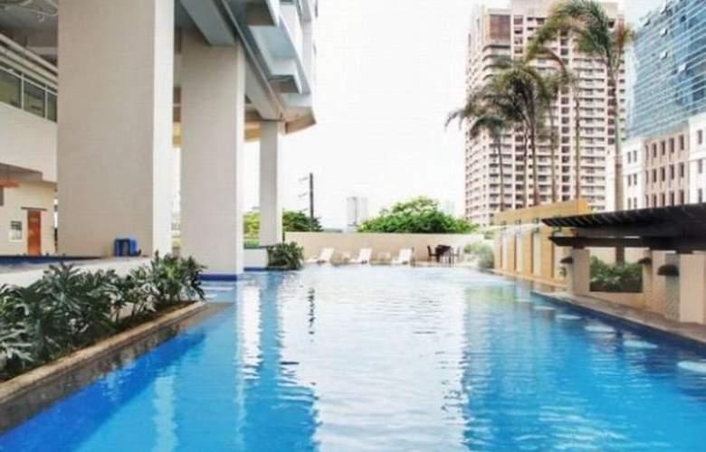 The Exchange Regency Residence Hotel - Pool - 1