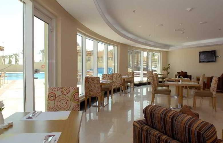 Al Jahra Copthone Hotel & Resort - Bar - 3