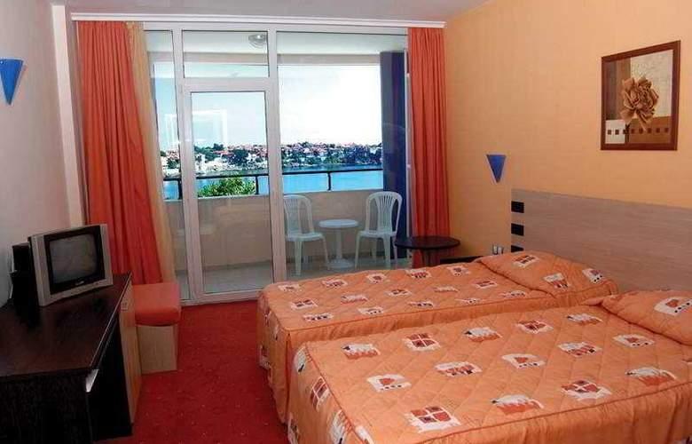 Selena - Room - 2