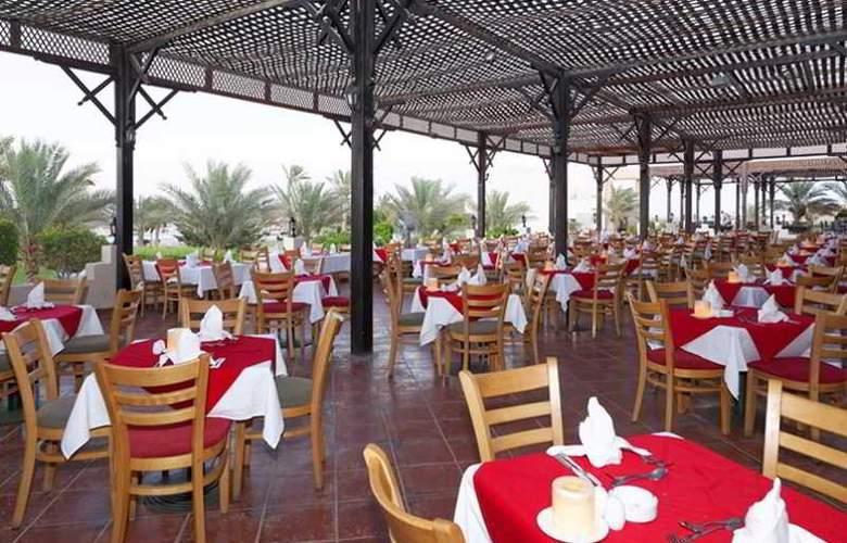 Three Corners Sea Beach Resort - Restaurant - 44