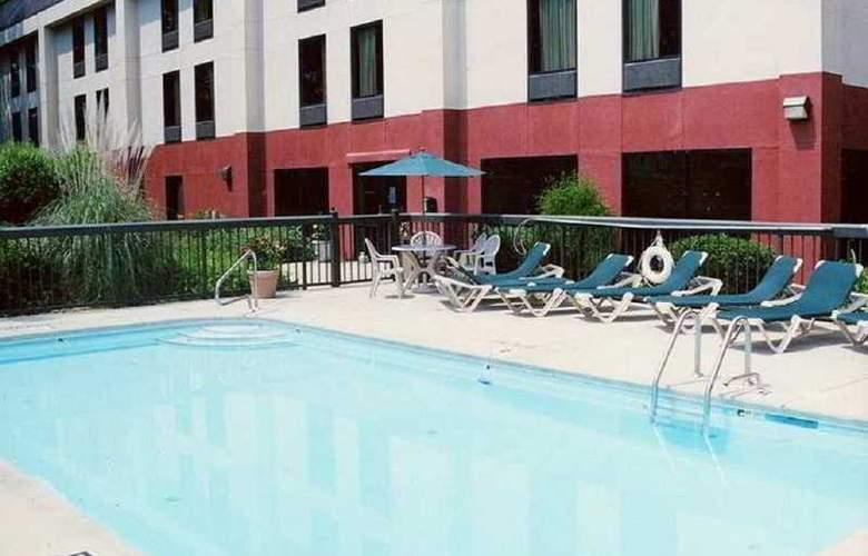 Hampton Inn Sanford - Pool - 5