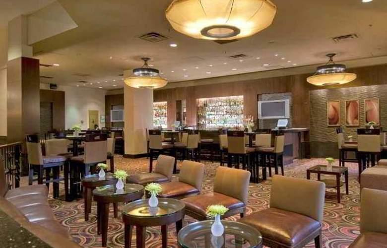 Hilton Bellevue - Hotel - 4