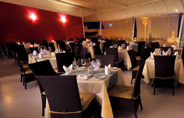 Crowne Plaza Resort Mazatlan - Restaurant - 10