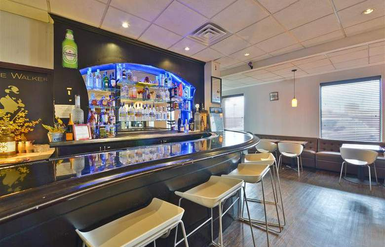 Best Western Plus Newark Airport West - Bar - 92