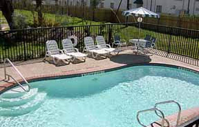 Rodeway Inn Lackland AFB/Sea World - Pool - 5