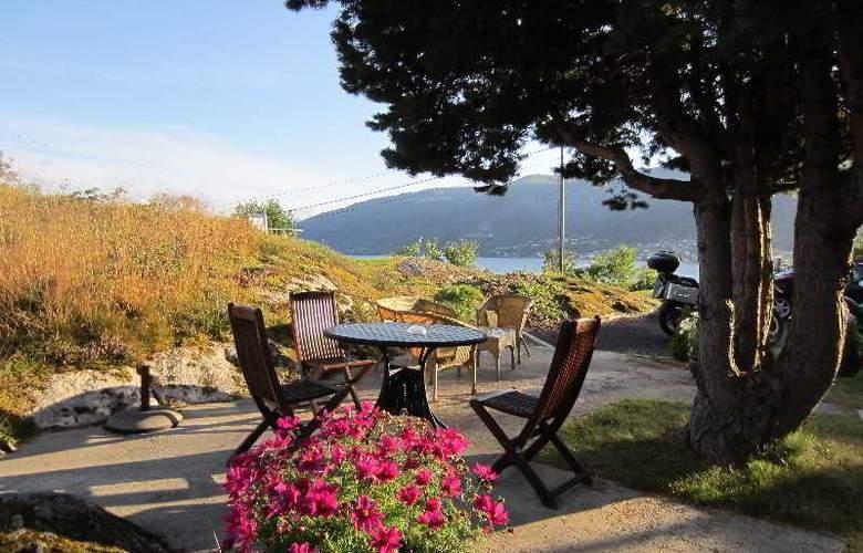 Dragsvik Fjordhotel - Terrace - 6