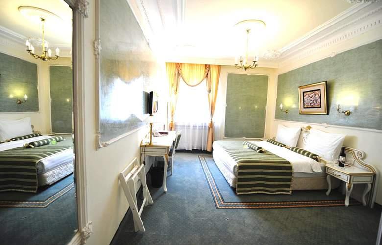 Queens Astoria Design - Room - 1