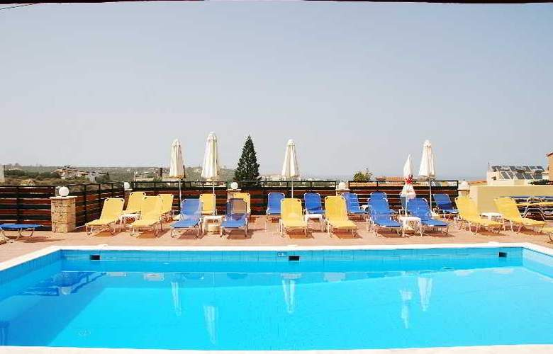 Golden Valantin - Pool - 29