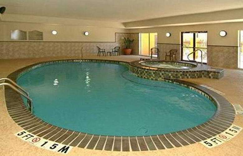 Comfort Suites (Beaumont) - Pool - 7