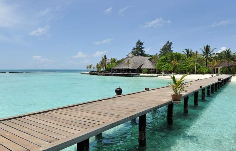 Komandoo Maldive Island Resort - Beach - 3
