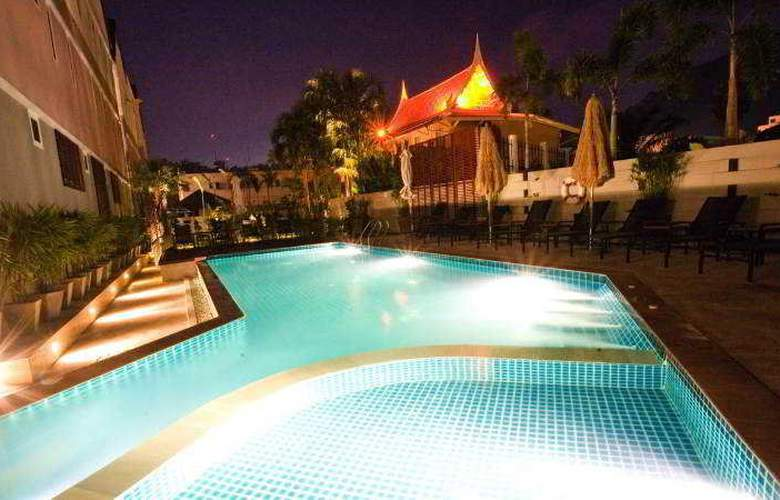 The Beach Boutique House - Pool - 12
