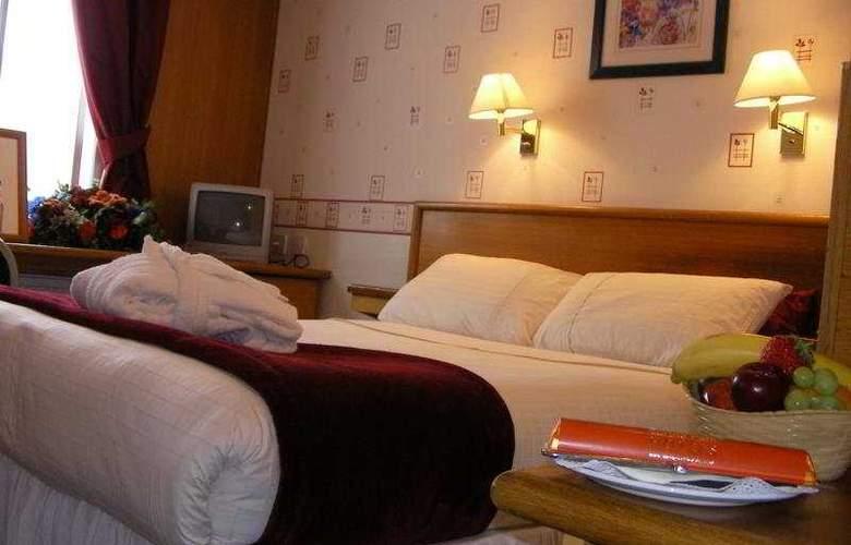 Russ Hill Hotel - Room - 2