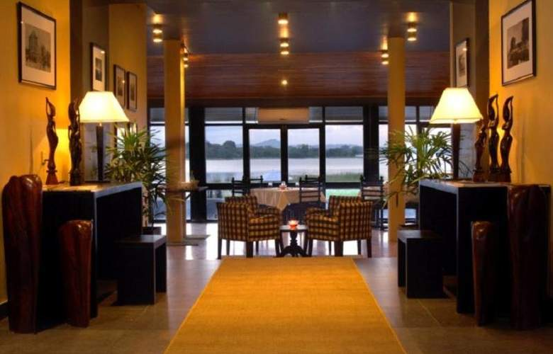 The Lake (Seruwa) - Restaurant - 18
