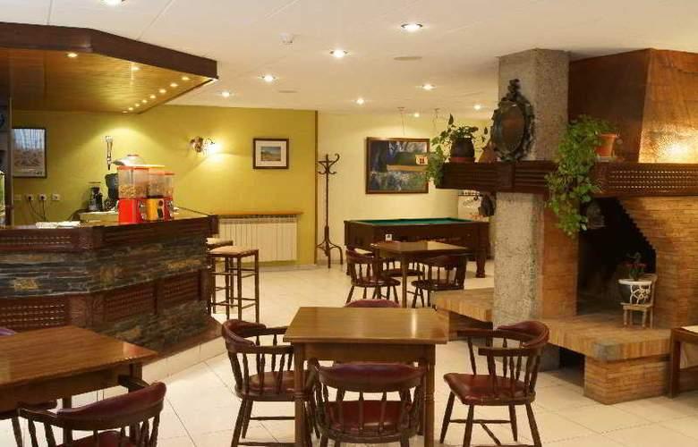 Xalet Besoli Atiram - Restaurant - 6