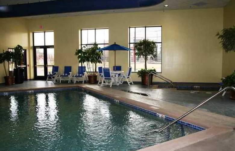 Embassy Suites Minneapolis North - Pool - 9