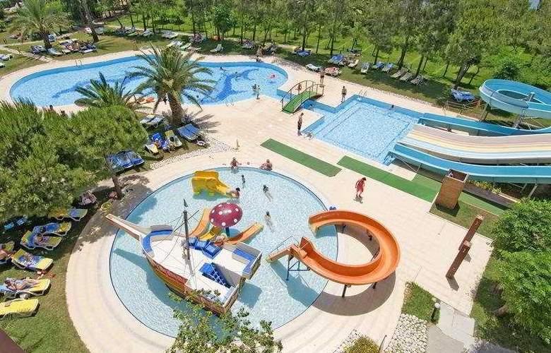 Grand Prestige Hotel - Pool - 4