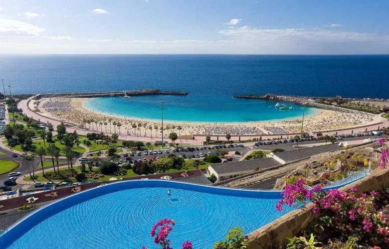 Gloria Palace Royal Hotel & Spa - Beach - 4