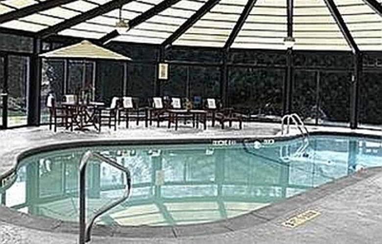 The Courtyard Philadelphia City Avenue - Pool - 5