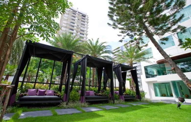 Ramada Hotel & Suites - Pool - 12