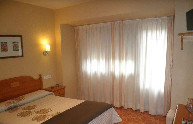 Sanchez - Room - 13